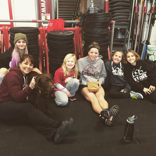 Coach Lindsey @noseyyyyy hanging out with our crossfit jv girls after the last wod, as they all cheered on coach kay @kay_kay__115 thank for coming out to cheer us on girls! Way to go to all of our crossfit teens who threw down yesterday we are one proud group of coaches! #crossfitkids #crossfit #crossfit696 #crossfit696kidsandteens