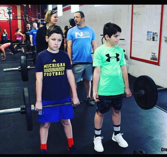 """""""Determined people working together can do anything."""" 💪🏻 #team #crossfit696kids #growingupstrong"""