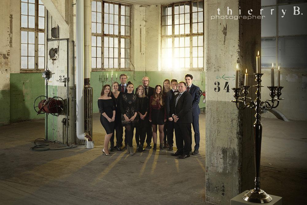 """Für einen erfolgreichen Anbieter im Bereich Treuhand und Beratung durfte ich das"""" Weihnachtsbild"""" gestalten. Der Aufnahmeort in den alten Hallen der Papierfabrik Cham gab ein tolles Umfeld."""