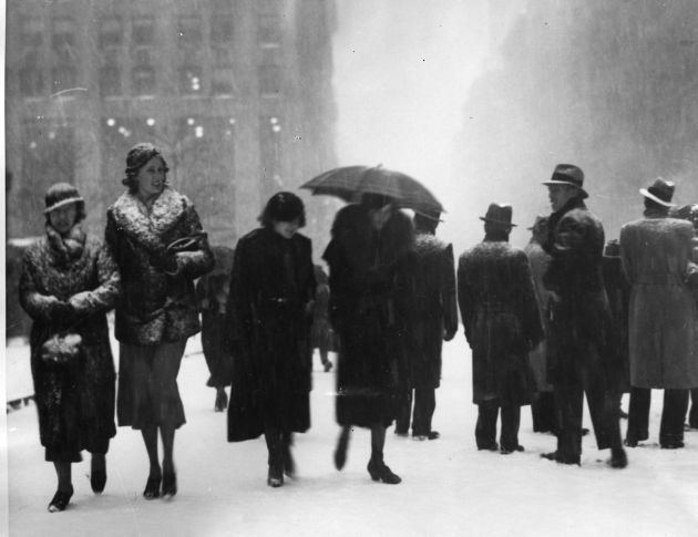 Pedestrians braving the snow on 5th Avenue, New York. (Photo by General Photographic Agency/Getty Images)