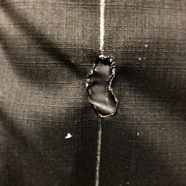 brandloch. #atelierkartal #fix #clothes  _ #streetwear #streetstyle #jackwolfskin #outdoor #wear #jacket #repair #recycle #nachhaltig #nähen #tailor #brandloch #cigarette #black #switzerland #schweiz #swiss #blog