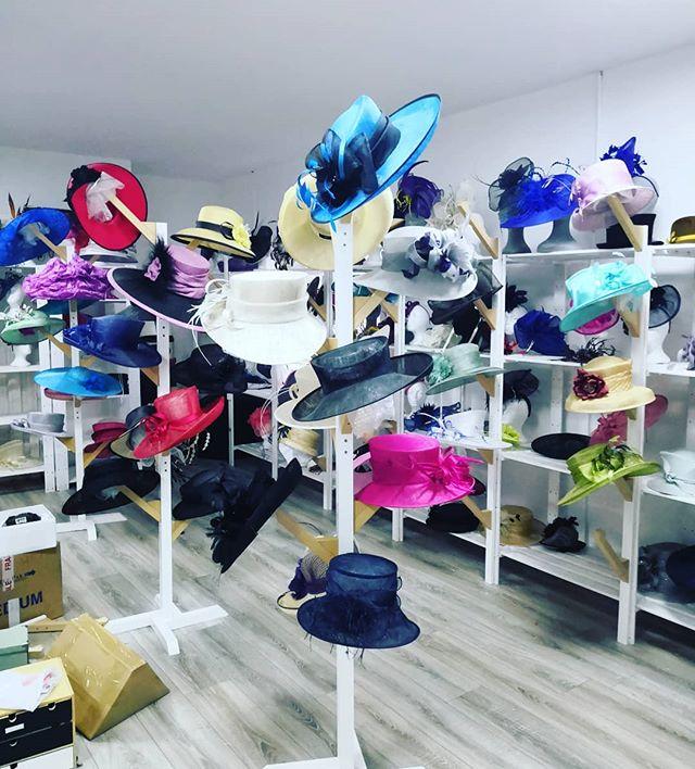 Another view. #hats #hatstands #hatroom #slowlygettingthere #sineadharringtondesigns #hathire #hathireireland #racingstyle #bighats #milliner #millinery #wearingirish #cheltenham #weddingoutfit #weddingguest #headpieces #february2019 #studio #launchparty