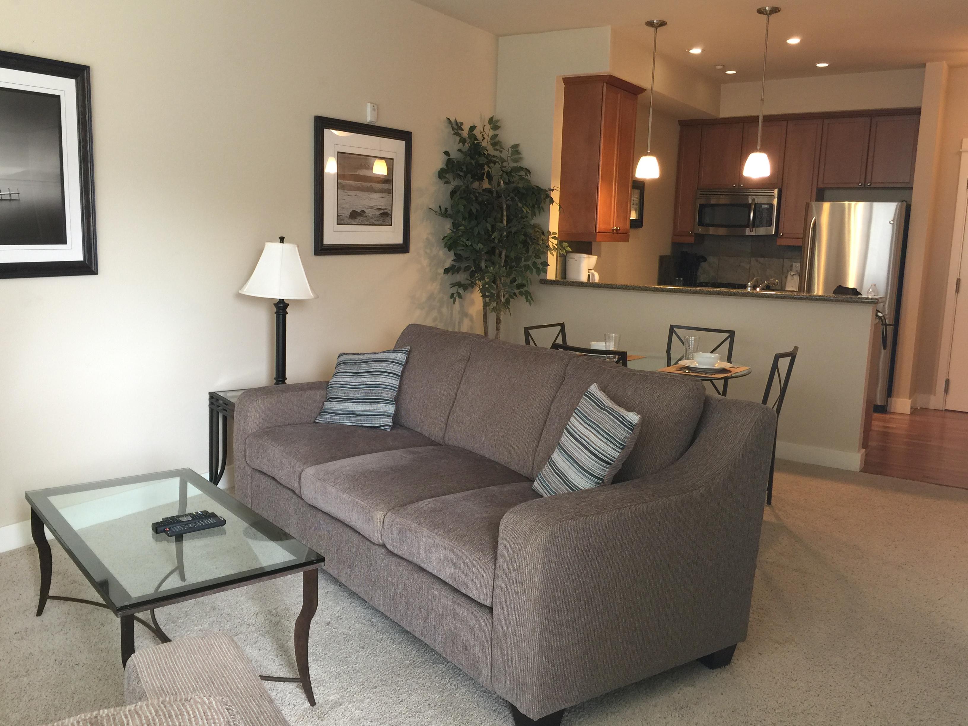 400 livingroom.JPG