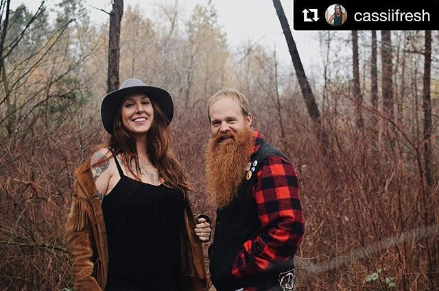 It's a #Sicamous surprise! Guess who's playin' tonight at @moosemulligans!? . . Yours truly - that's who! We're excited to perform one last show out your way Siccy! See you this evening - $5 cover! . . #folkmusic #bc #tigermoon #caribooandwhiskey #livemusic #folkbabes #beardsofcanada #beardsofinstagram #splendidbastard #splendidbastardbeardsupply #autumn #fall #tattooedwomen Beard maintained with the help of @splendidbastard 📸 by @cassiifresh