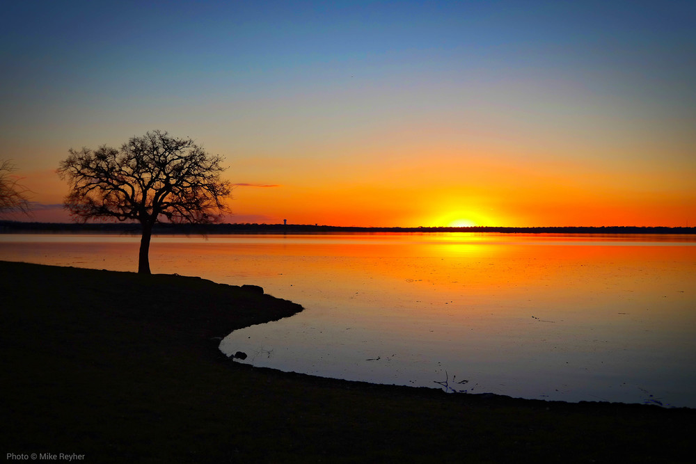 Clear sunset at Rockledge Park in Grapevine