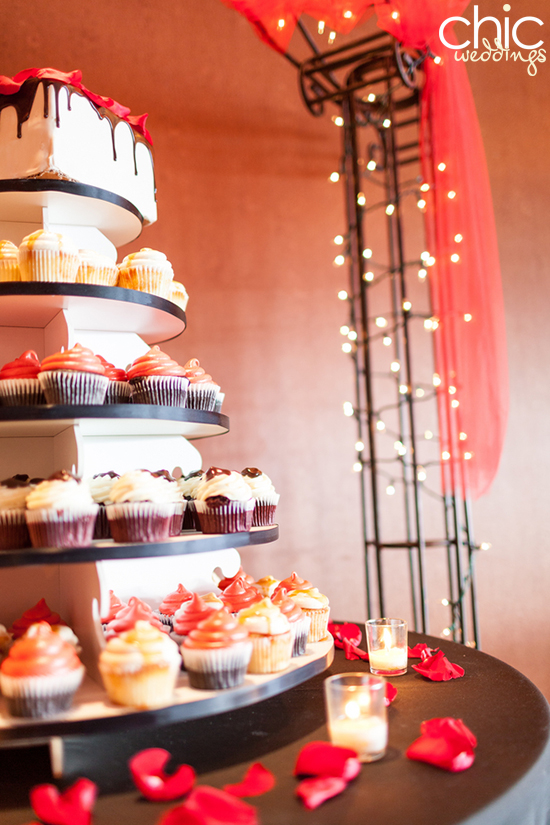 CHIC-WEDDING-CUPCAKE-TOWER-DESSERT.jpg
