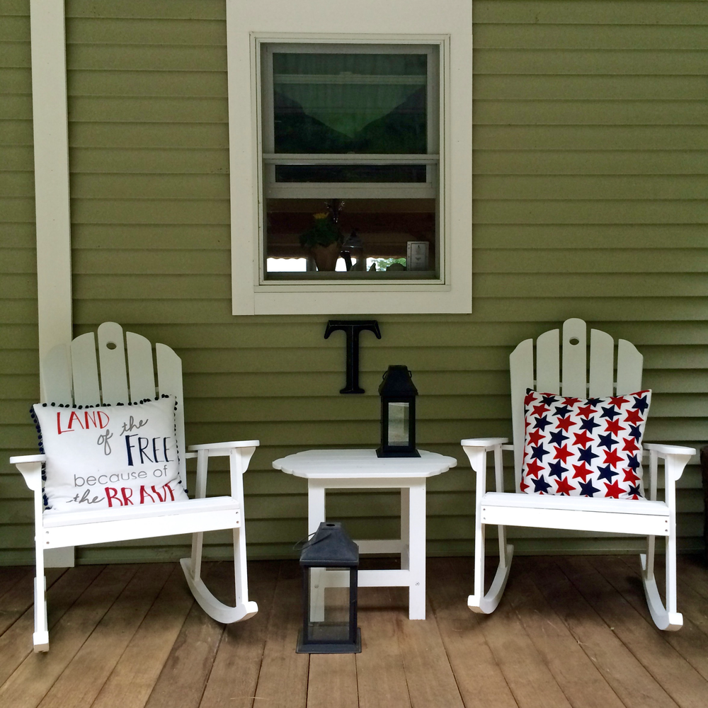 Sitting area styled for Fourth of July!