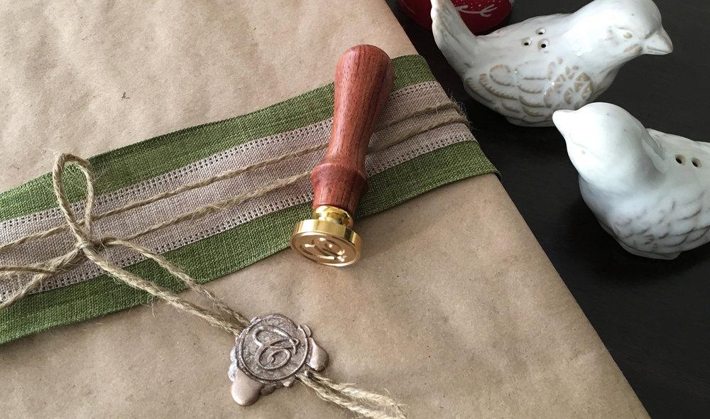 CN Christmas gift wrap