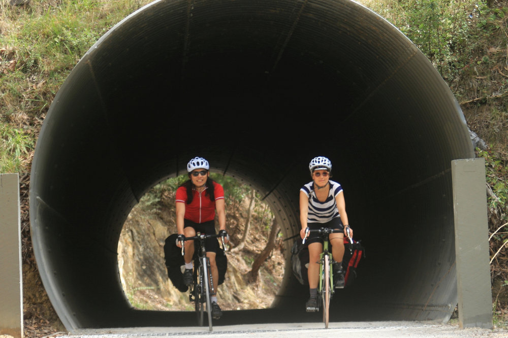 lilydale warburton rail trail tunnel cycle touring
