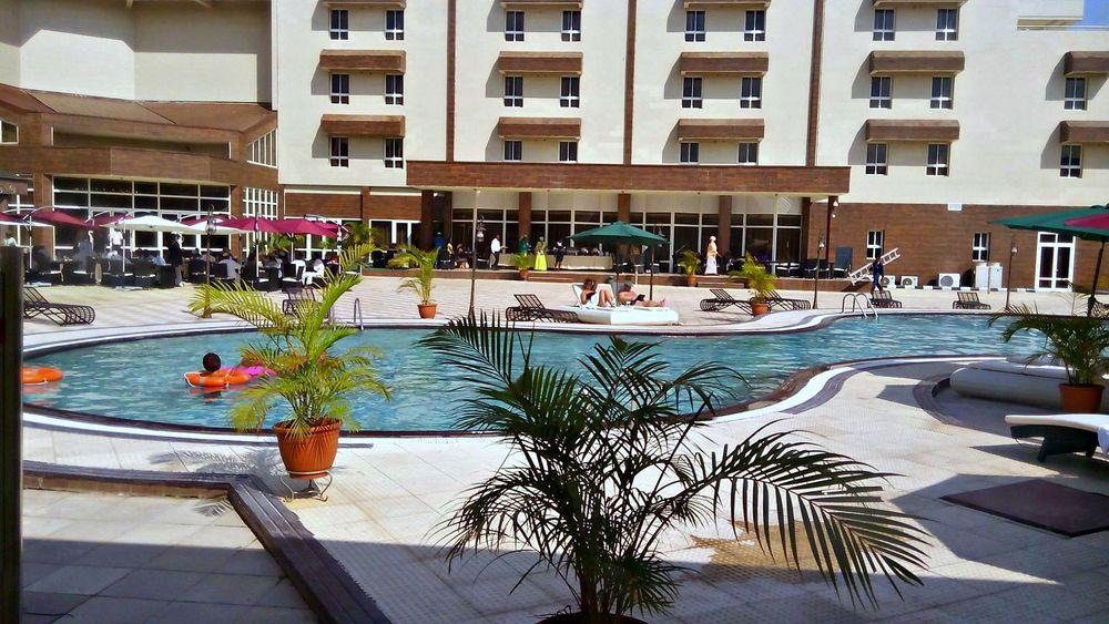Sandralia-pool-720x494