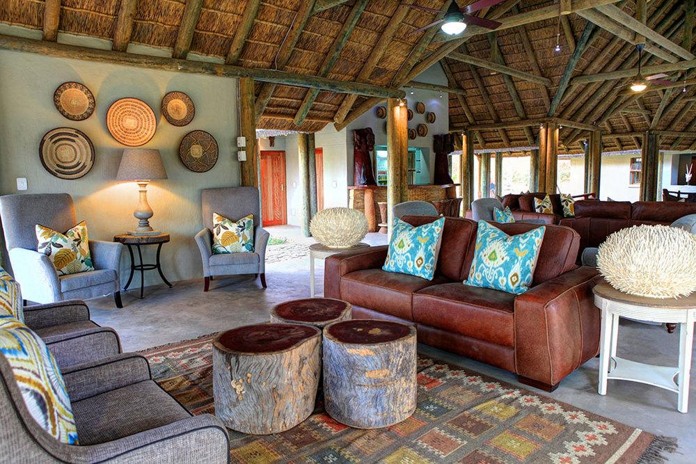fathala-lodge-lounge-area-720x494
