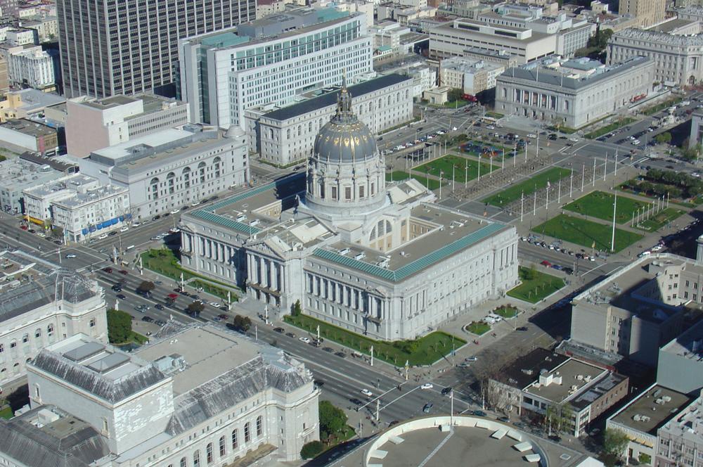 San_Francisco_City_Hall,_aerial_shot.jpg
