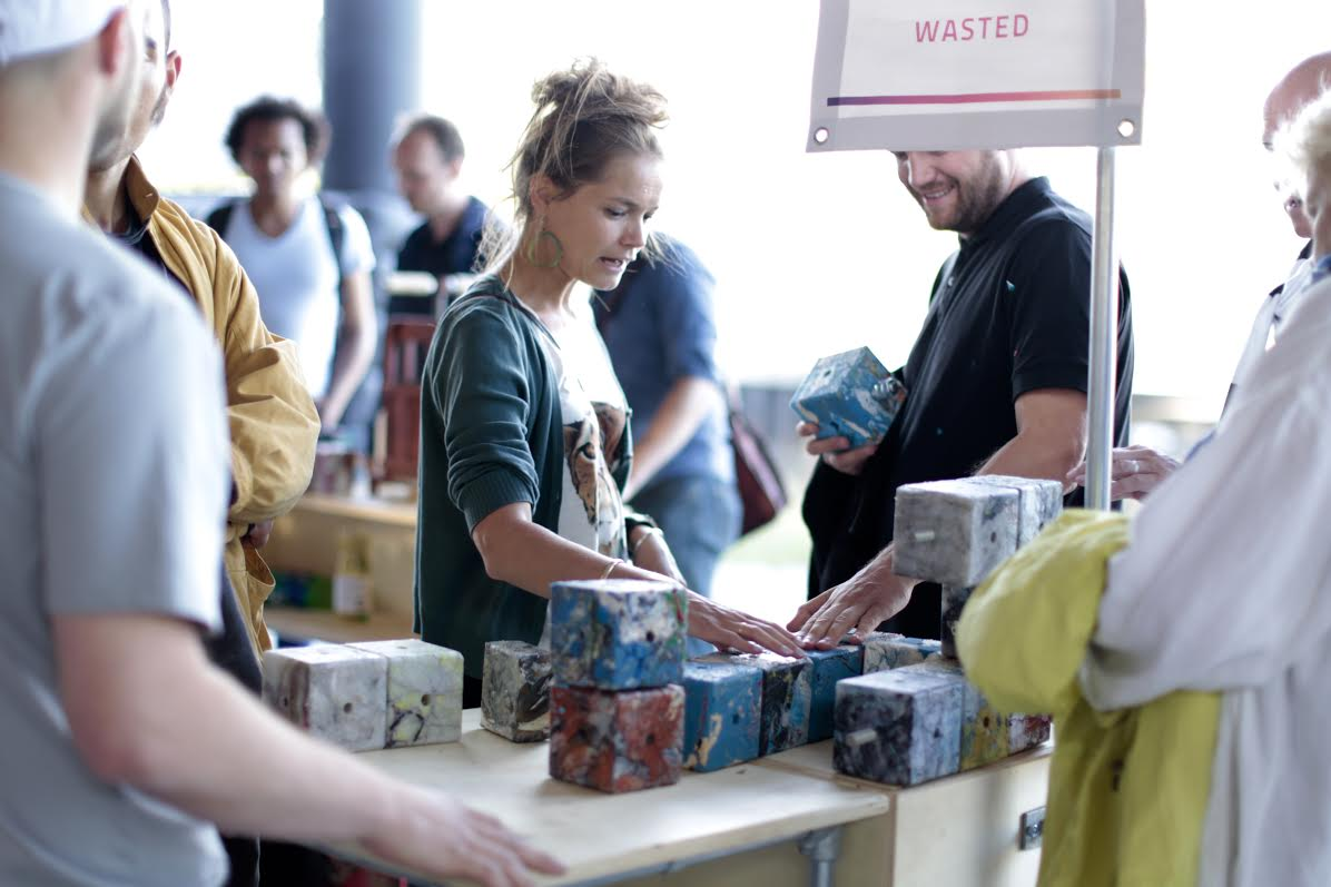 In One Amsterdam Neighborhood, Businesses Reward Recyclers with Coffee and Yoga
