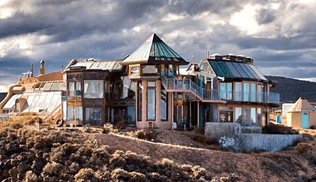 Photo by Earthship Biotecture