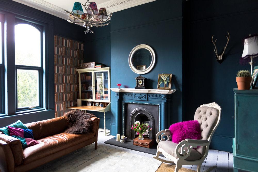 Vintage-styled living room via iStock.