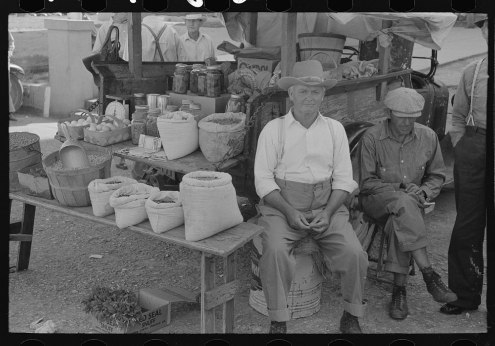 A 1939 farmers market in Weatherford, Texas. Photo via National Archives.