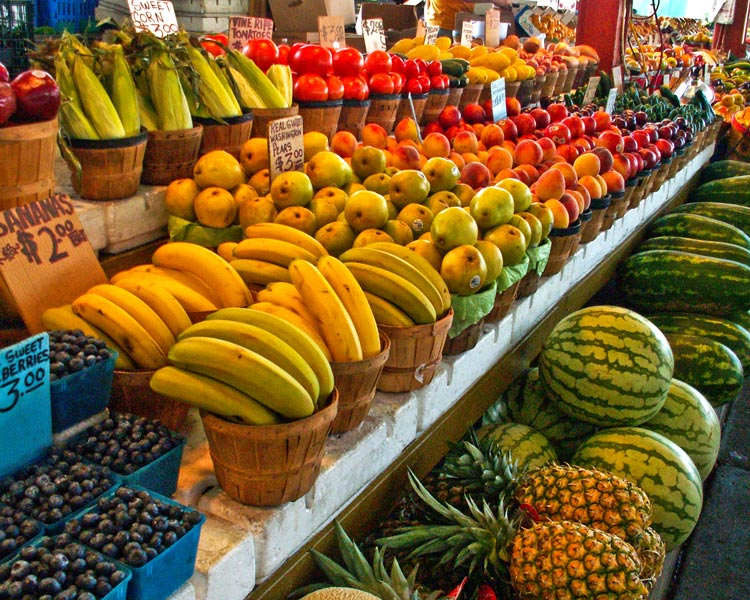 A 2011 farmers market in Dallas, Texas. Photo via flickr/   Allen Sheffield