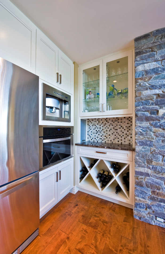 white-shaker-transitional-style-kitchen-bar-cabinetry.png