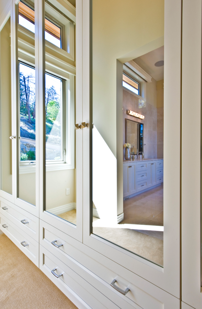 traditional-style-white-bedroom-storage-closet-cabinetry.png