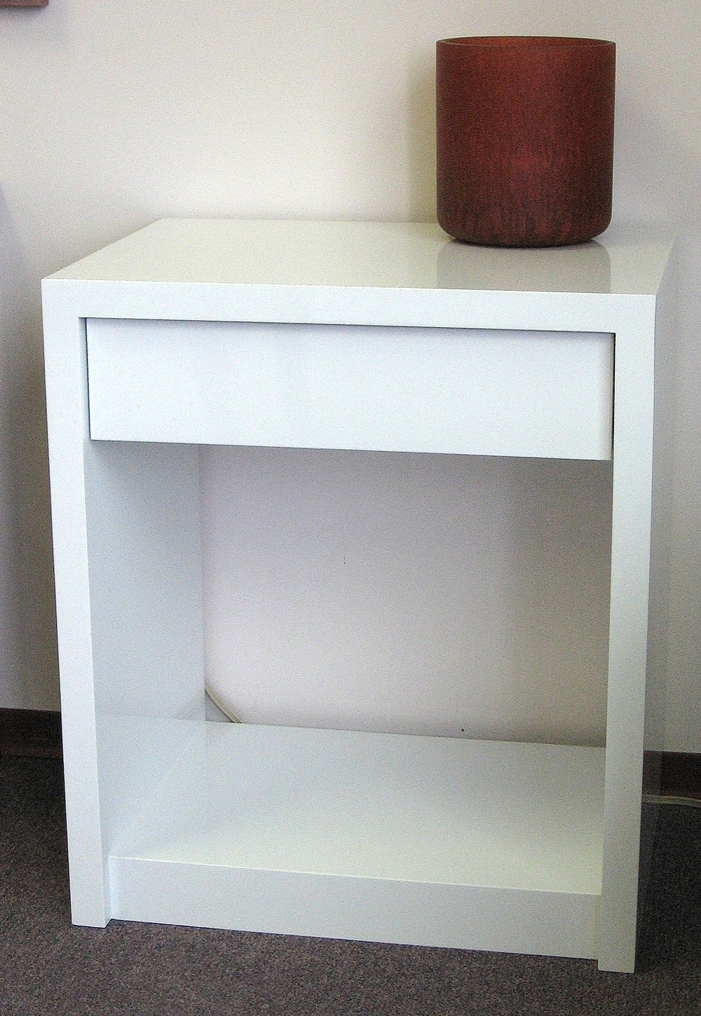high-gloss-white-single-drawer-nightstand.JPG