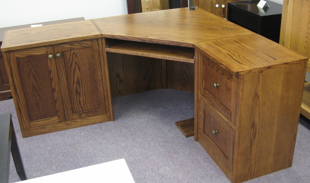 traditional-style-oak-corner-desk.JPG