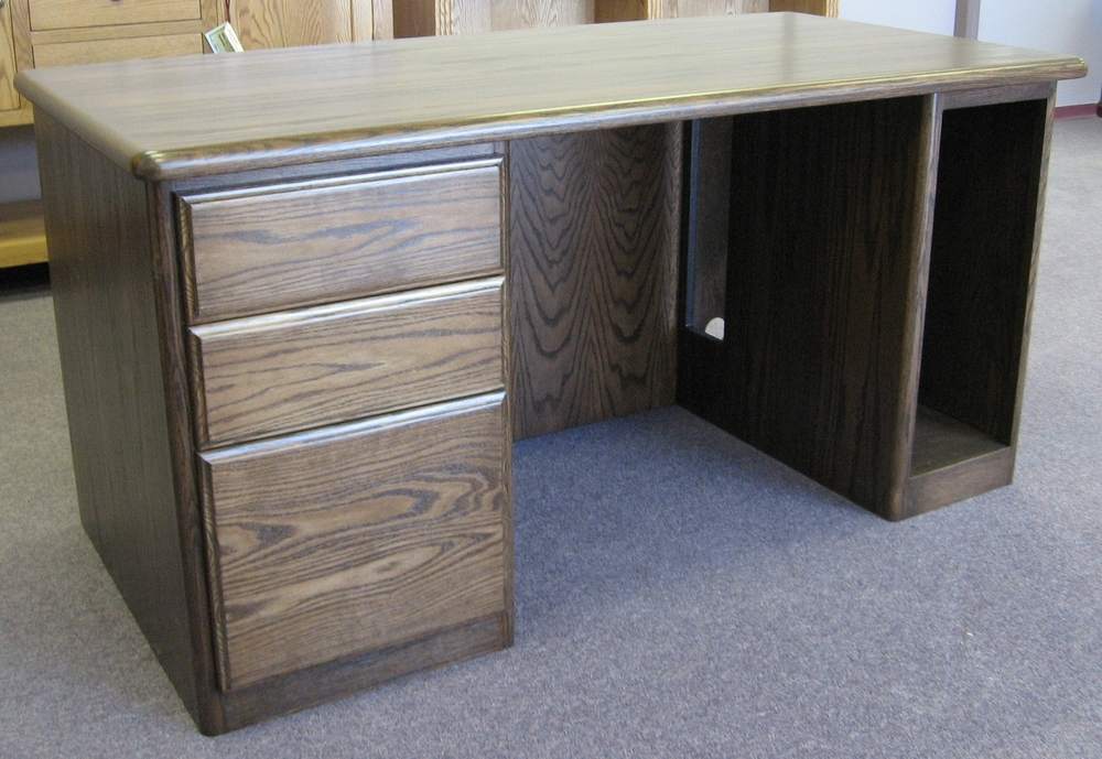 traditional-style-single-pedestal-oak-office-desk.JPG