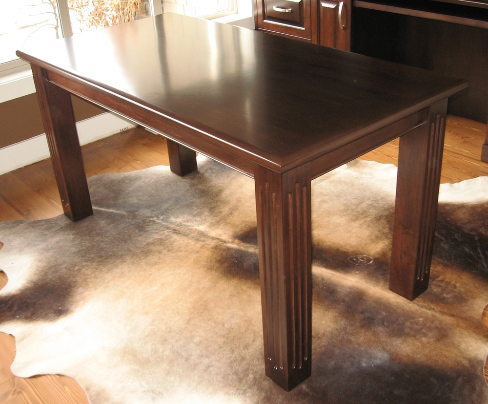 traditional-style-four-leg-office-desk-table.JPG