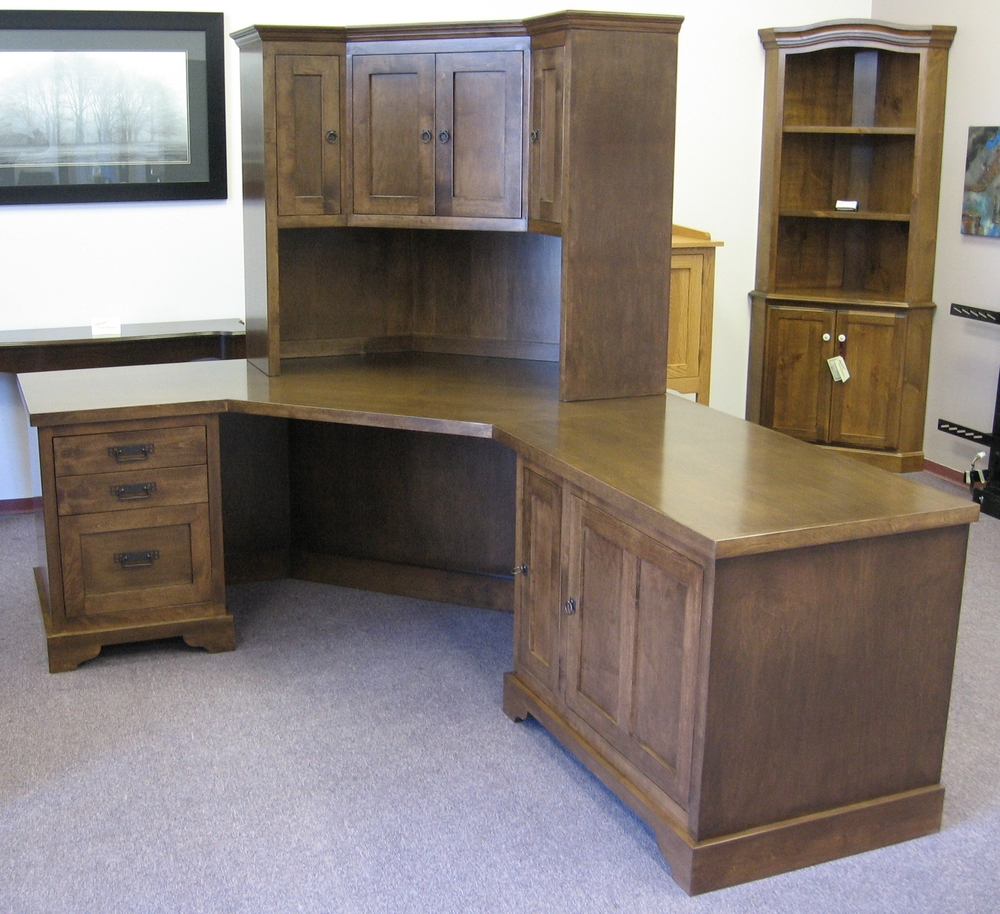traditional-style-corner-desk-with-matching-hutch-cabinet.JPG