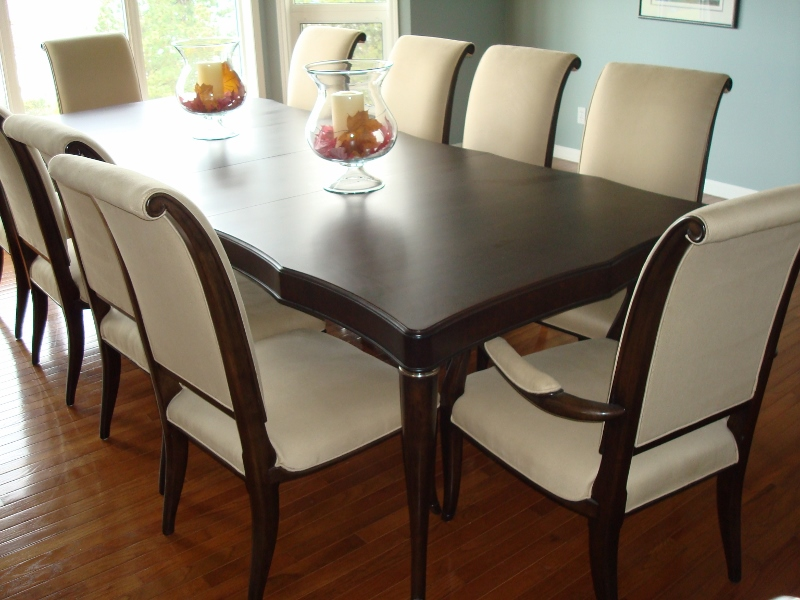 traditional-style-dining-table-with-turned-legs.jpg