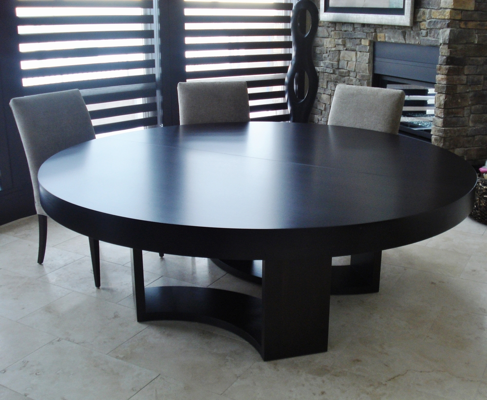 antoine-proulx-dutch-style-round-wood-dining-table.JPG