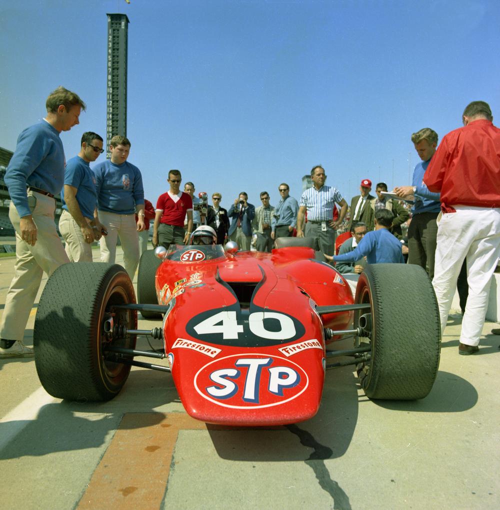 1967-Parnelli pit lane in turbine.jpg
