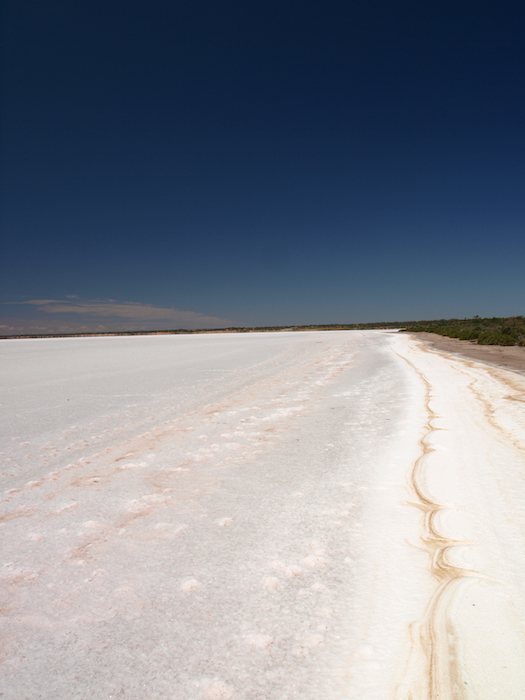 Most of the time Lake Eyre is a dry salt pan. ©iStock