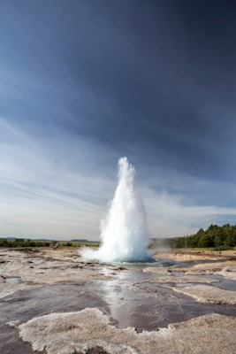 A geyser of hot water and steam. ©Getty Images