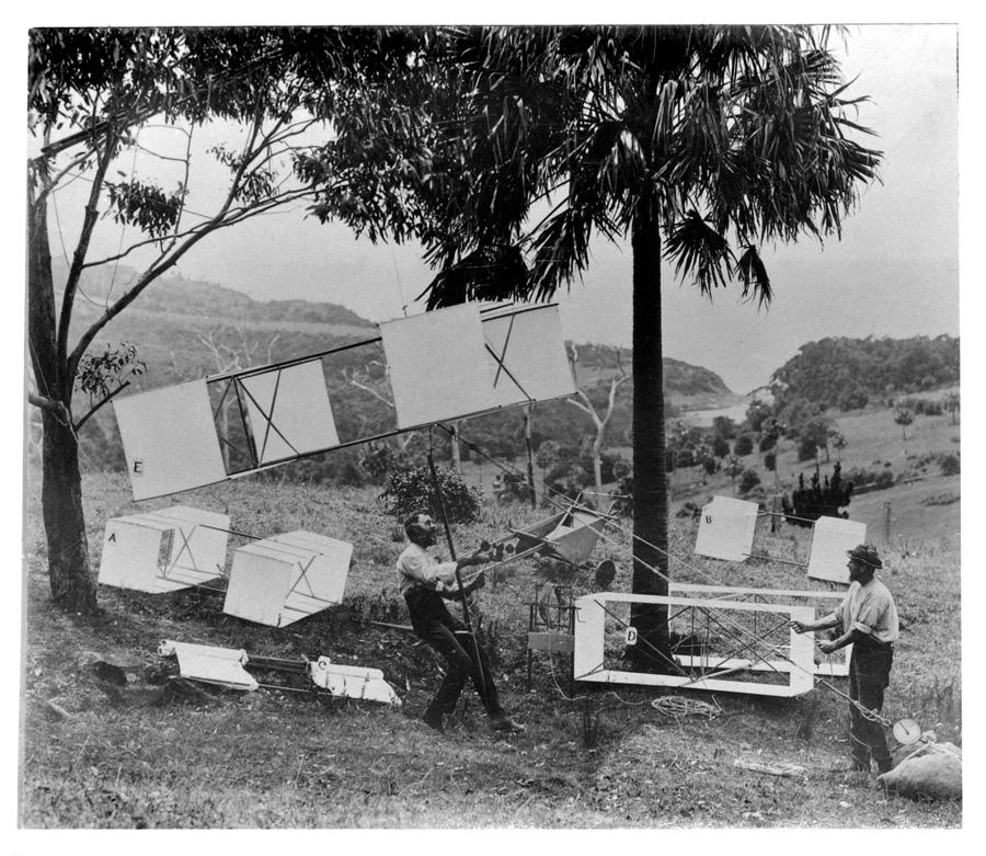 Hargrave tests his kites at Stanwell Park beach 1894