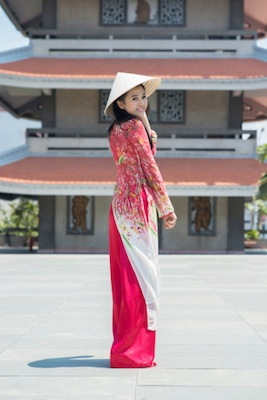 Woman wearing ao dai and non la hat. Photo©iStock
