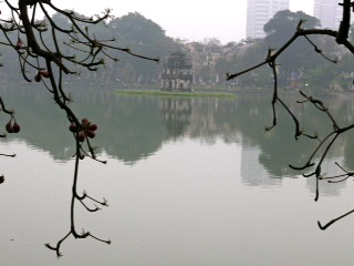 Turtle Tower in Hoan Kiem Lake. Image©kidcyber