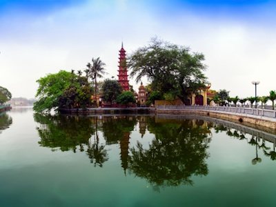 Causeway to Tran Quoc Pagoda. Image©iStock