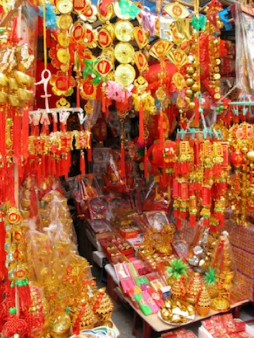Tet ornaments on sale. Photo©Getty Images