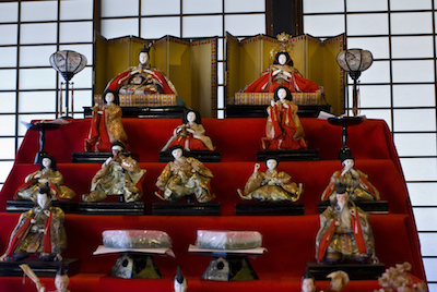 A big doll display with courtiers and musicians to entertain the Emperor and Empress