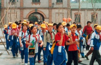 Beijing primary school students on an excursion to the zoo. Photo©kidcyber