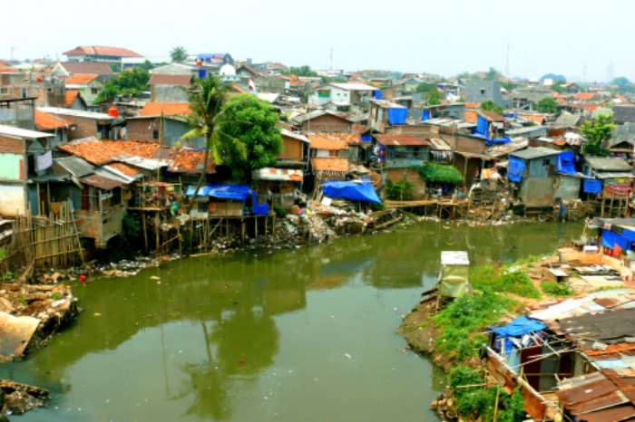 Poorer people live in kampungs like this.