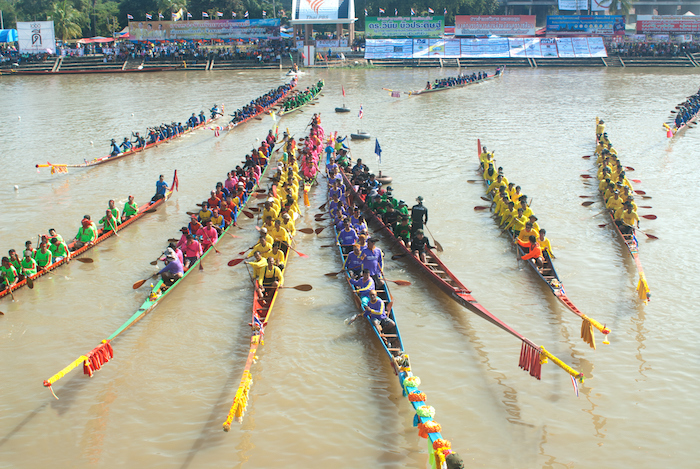 Teams moving their long-boats into position for the start. ©Getty