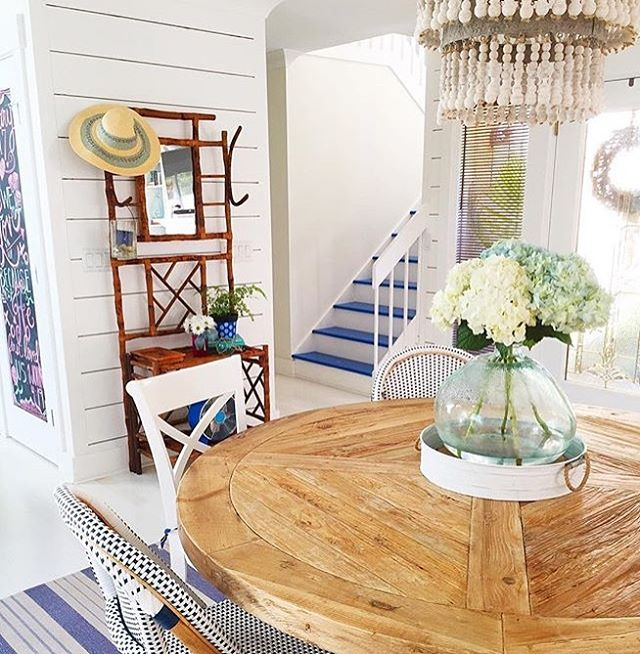 My kids have Spring Break this week so we are headed South for some warmer weather and pool time! Spring Fever has also hit and that calls for some color and flowers! This pic from @gracecottagehhi hits the spot🌷 Her account is just beautiful with the bright colors of the coast💗. . . . . #designinspiration #styleinspo #springbreak #springfever #floral #colorpop #coastalcharm #homeinspo #interior