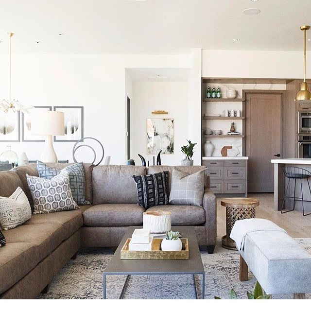 There are soooo many things I absolutely love about this space from @saltboxcollective I think the pillows and open shelves are my favorite! #swoonworthy #interiordesign #homeinspo #midcenturymodern #beautiful #designinspiration #designcrush