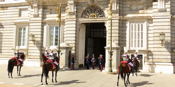 Change of guards at Palacio Real