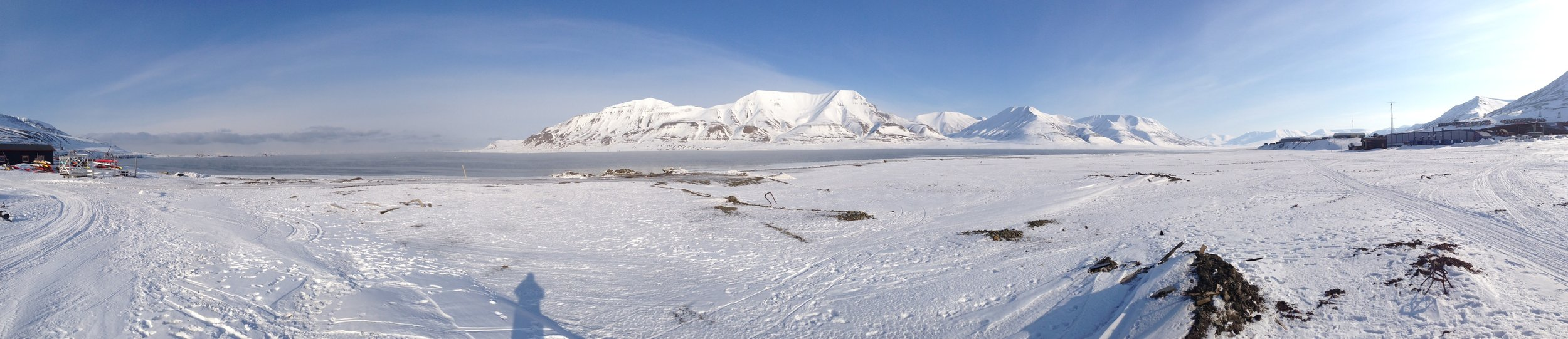 Wide panoramic shot of the inlet and the mountains to the north of Longyearbyen