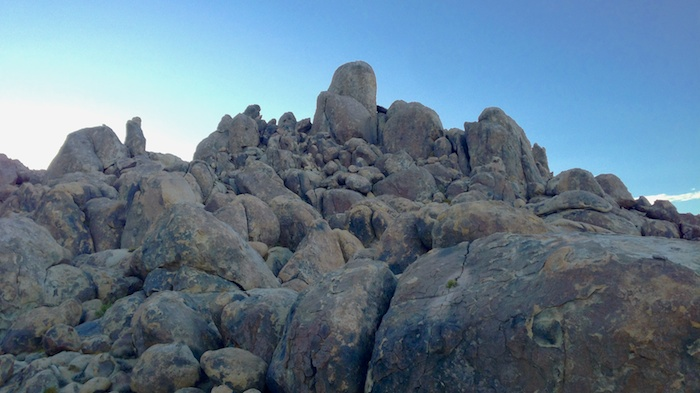 Bouldering heaven in Alabama Hills