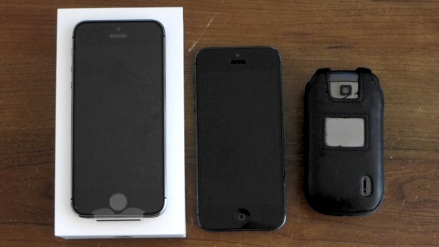 iPhone 5s, iPhone 5 and the dumbphone - three amigos ready for action