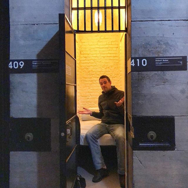 Spending the night in jail - former Ottawa city jail that is, turned hostel just six months after closing. The single cell is just 9x3 feet with a wall-to-wall bed and a bit floor space ⛓