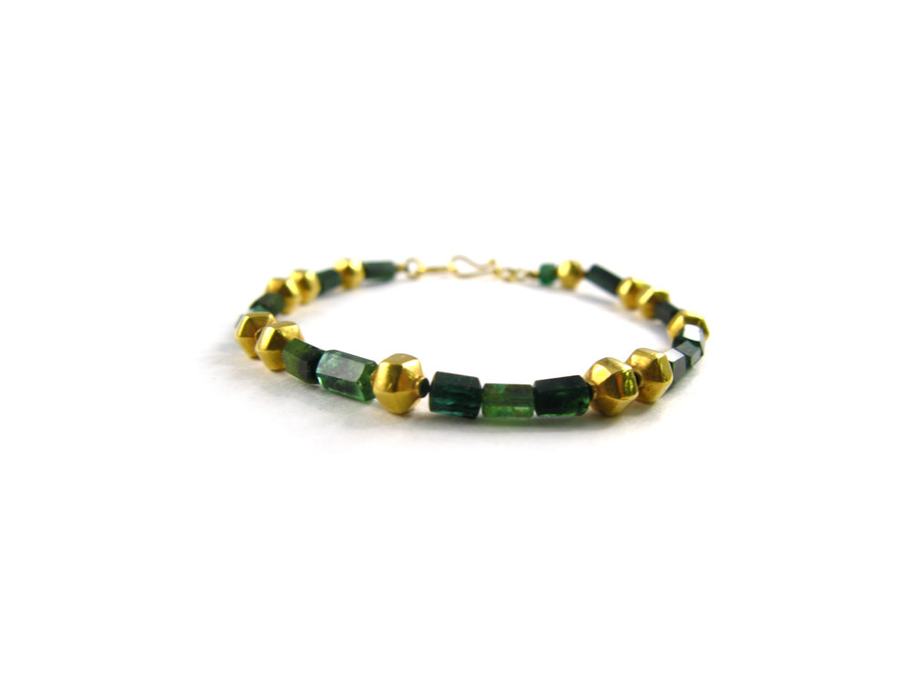 Faceted emerald with gold spacers bracelet